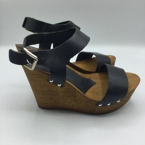 Charles David Made in Italy Wooden Wedges